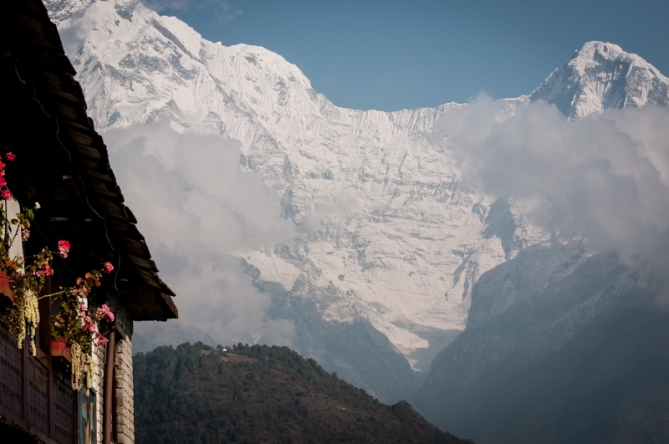 The epic wall that links Annapurna South and Hiun Chuli